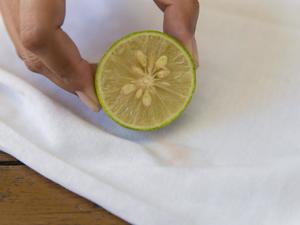Чем вывести пятно от одуванчика