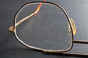 Как защитить очки от царапин