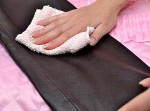 Как отстирать и вывести пятно от солидола с одежды