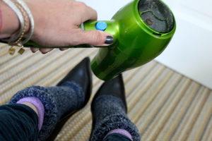 Как размягчить обувь (из кожи, замши и других материалов)