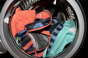 Как стирать портфель в стиральной машине
