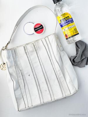 Проверяем как средство действует на сумку из кожи