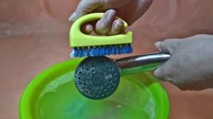 Как очистить лейку душа