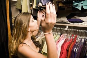 Чем вывести плохой запах с одежды