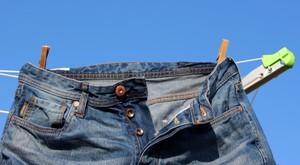 Как стирать и сушить джинсы