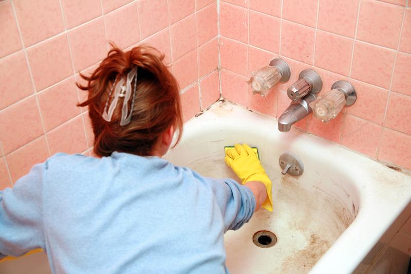 Удаление загрязнений ванны