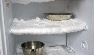 Разморозить холодильник кипятком