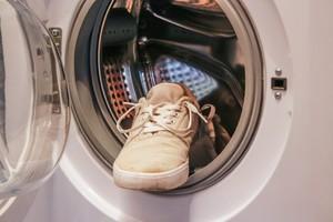 Как очистить обувь и вернуть белоснежный цвет