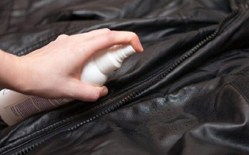 Чистка кожзама ручным способом