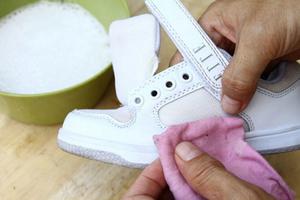 Средства для чистки белой обуви