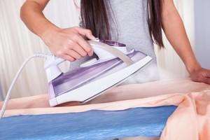 Как погладить пуховик в домашних условиях после стирки или покупки без отпаривателя?