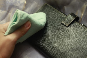 Как почистить кожаный кошелек уход в домашних условиях